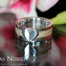Ring: 925er Silber mit einem Herz, ca. 9mm breit